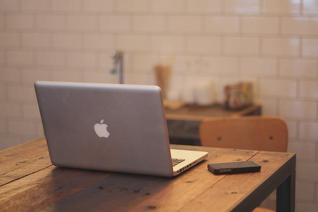 macbook-336692_640_zps844fdc9e